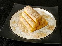 熱々カスタードクリームの金胡麻砂糖かけ