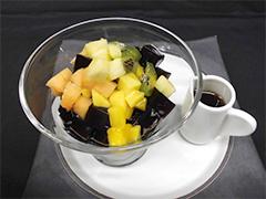 レモン風味の黒糖シロップかけ 台湾仙草ゼリー